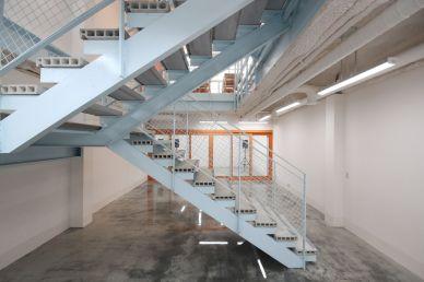 지하1층 계단